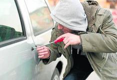 Conoce la nueva modalidad que utilizan los delincuentes para abrir los autos sin que suene la alarma | VIDEO