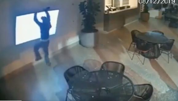 """Denominados los """"ladrones más torpes de Brasil"""" por protagonizar un robo que parece haber salido de una película cómica. ( Foto: Captura YouTube )"""