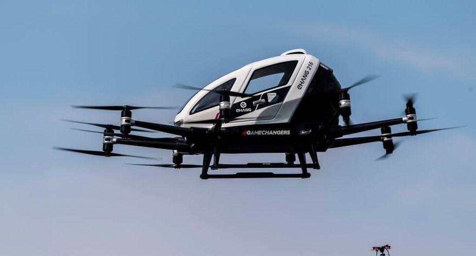 Un dron biplaza eléctrico no tripulado de la empresa china EHang ha despegado en Viena en su primera presentación a la prensa (Foto: EFE)