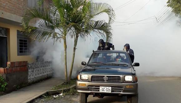 Personal de salud en Cusco fumiga viviendas para frenar la propagación del virus en la región. Los inspectores del Minsa también visitan casas en Madre de Dios (Foto: Diresa Cusco)