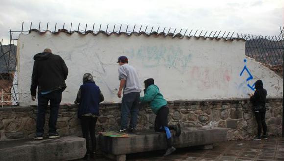 No podrán entrar al país por 15 años tras pintar muros en Cusco