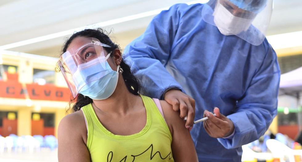 Desde el 4 de agosto, Tacna vacuna a jóvenes desde 22 años. Además del DNI, se solicita un recibo de servicios para garantizar que se trate de habitantes de la región. (Diresa Tacna)
