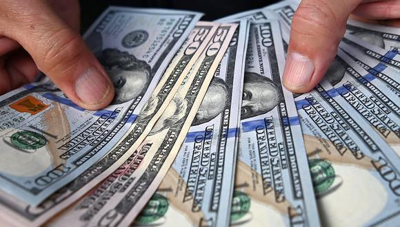 """El """"dólar blue"""" se cotizaba a 178 pesos en el mercado de Argentina este viernes. (Foto: AFP)"""