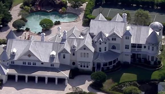 La mansión no estaba abandonada, el dueño vivía en ella, pero en otra residencia.  | Foto: CBS Miami