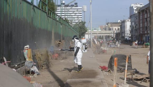 En La Victoria se dispuso la limpieza y desinfección de La Parada para prevenir que las personas se infecten con la enfermedad.