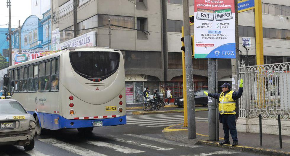 De acuerdo con la disposición de la Municipalidad Metropolitana de Lima (MML), 'pico y placa' se ejecuta de lunes a jueves, de 6:30 a.m. a 10:00 a.m. y de 5:00 p.m. a 9:00 p.m. No hay restricción los viernes, sábados, domingos ni feriados. (Municipalidad de Lima)