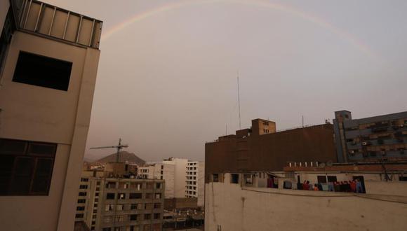 Además, una lluvia cae en diversos puntos de la capital. (Foto: Francisco Neyra/ @photo.gec)