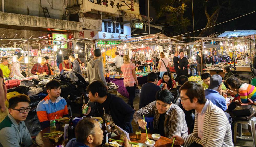 Hong Kong. No puedes dejar de probar sus platos más populares, como los wafles crocantes, el cangrejo tifó o las bolitas de pescado. (Foto: TungCheung / Shutterstock.com)