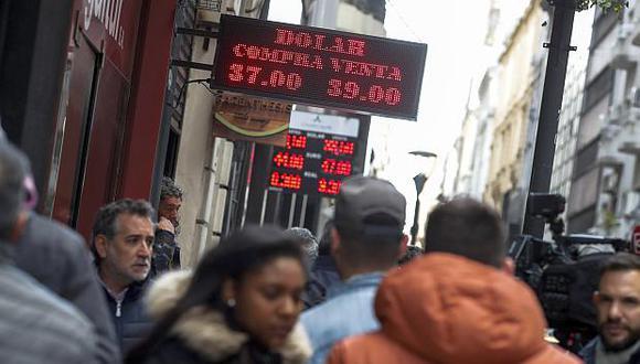 El peso argentino acumula una mejora de 11.02% frente al dólar en lo que va de octubre. (Foto: EFE)