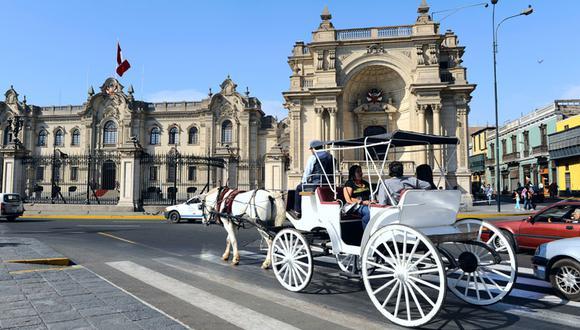 Pasea por los alrededores de la Plaza de Armas de Lima en carruaje desde S/4. (Foto: Ksenia Ragozina / Shutterstock)