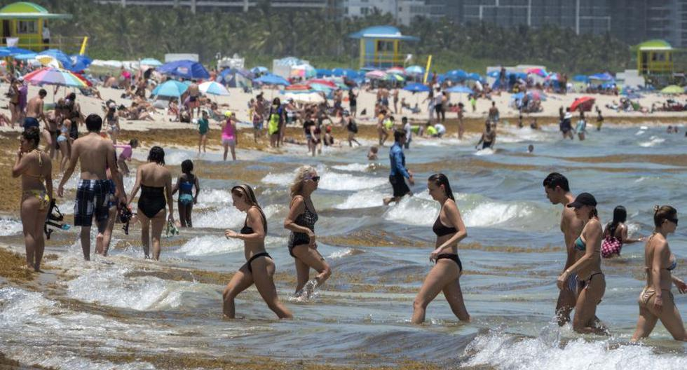 Esta foto del último miércoles muestra a cientos de personas disfrutando de un cálido día de playa en Miami Beach, pese al aumento de casos de coronavirus COVID-19 en Florida y otros estados del sur de Estados Unidos. (Foto: EFE / EPA / Cristobal Herrera)