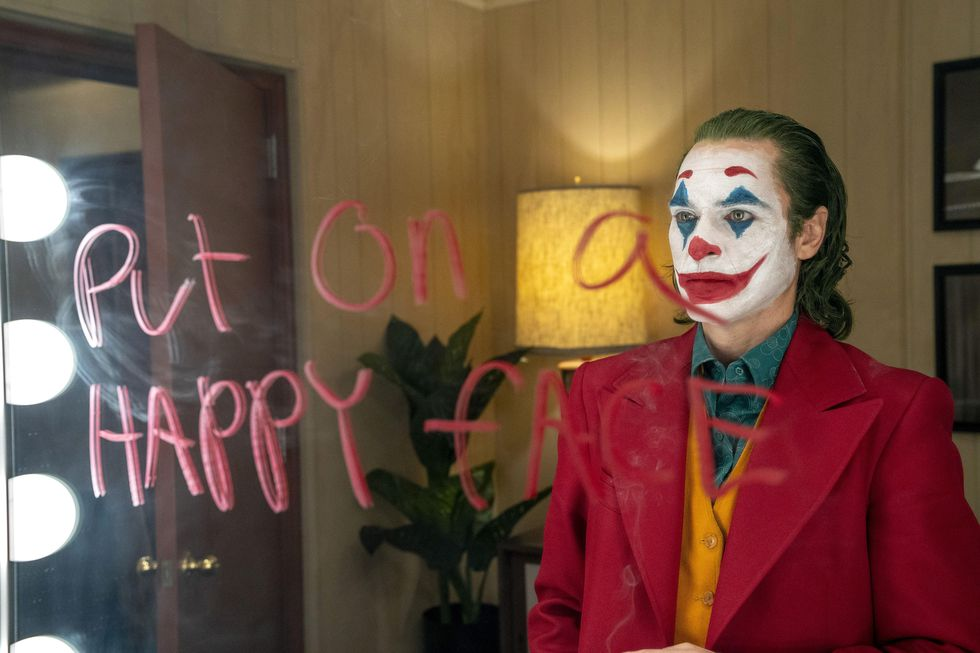 """Fotograma cedido por Warner Bros. donde aparece el actor Joaquin Phoenix como Arthur Fleck, durante una escena de la esperada película """"Joker"""". (Foto: EFE)"""