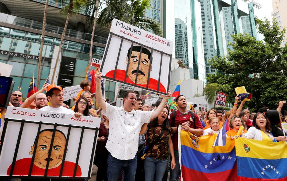 Venezolanos protestaron en el frontis del Consulado en Miami, Florida (EE.UU.). (Foto: Reuters/Joe Skipper)