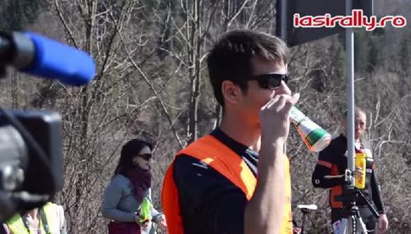Reproduce el sonido de un auto de rally con una lata de cerveza