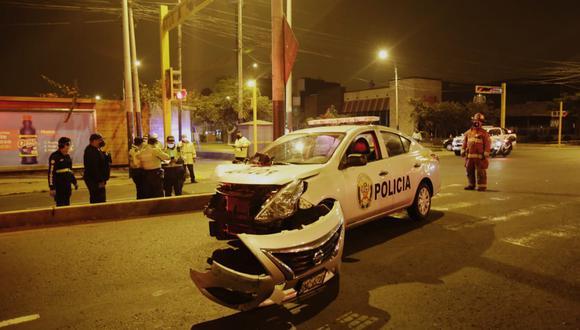 El accidente ocurrió entre cruce de las avenidas Alejandro Velasco Astete con Angamos Este. (Foto: César Grados)
