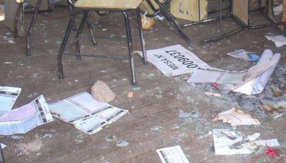 Áncash: comuneros de Huari rompen y queman cédulas electorales