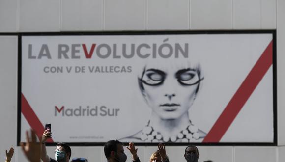 Manifestantes asisten a una protesta contra las restricciones impuestas por el gobierno regional de Madrid para combatir la propagación del coronavirus, el 27 de septiembre de 2020. (Foto de OSCAR DEL POZO / AFP).