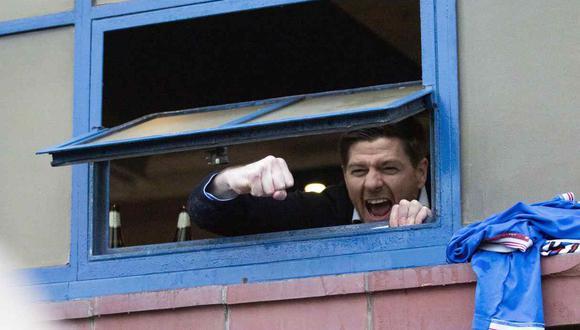 Steven Gerrard sacó campeón de Rangers, después de diez años de sequía en la liga de Escocia. (Foto: AP)