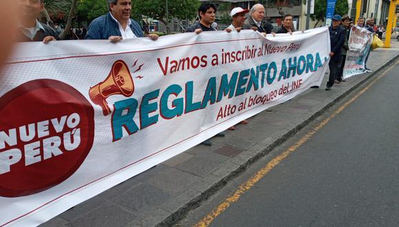 La agrupación hizo un plantón en los exteriores del Jurado Nacional de Elecciones (Foto: Difusión)