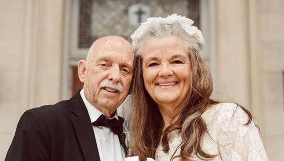 Una pareja de ancianos ha conmovido bastante en Internet al recrear las fotografías de su boda. (Foto: @twohoylesphotography / Instagram)