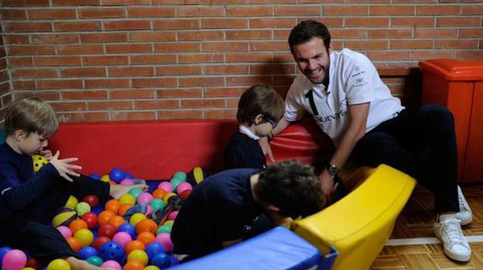 Juan Mata llevó alegría a niños con discapacidad intelectual - 1