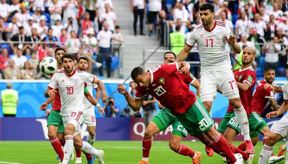 El atacante Aziz Bouhaddouz fue protagonista de una desafortunada acción sobre el final del partido que le dio el triunfo a la selección de Irán. (Foto: AFP)