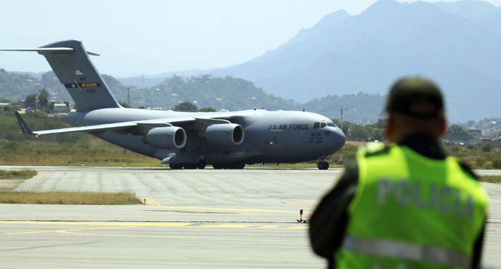 Llega a Colombia el primer avión militar de Estados Unidos con toneladas de ayuda para Venezuela. (EFE)