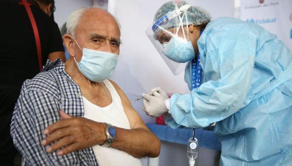 Según el Minsa, son más de un millón 300,000 adultos mayores en este rango de edad a escala nacional, de los cuales 462,306 están registrados en Lima y Callao (Foto: Andina)