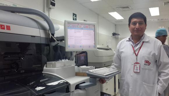 Un equipo hace exámenes de laboratorio sin gastar agua
