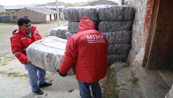 Cobró S/. 1 por entregar kits de abrigo donados por el MIMP