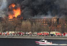 Un gigantesco incendio arrasa histórica fábrica del siglo XIX en San Petersburgo