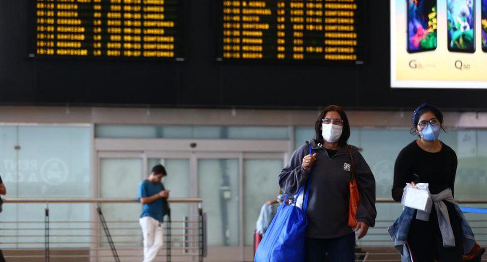 No se recomienda el uso de mascarillas para todos los pasajeros, solo aquellos que presentan síntomas de gripe como tos y estornudos. (Foto: GEC)