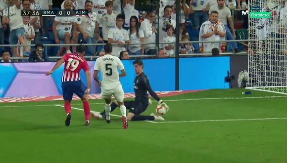 Real Madrid vs. Atlético de Madrid: Courtois se lució con esta parada ante Diego Costa. (Foto: captura)