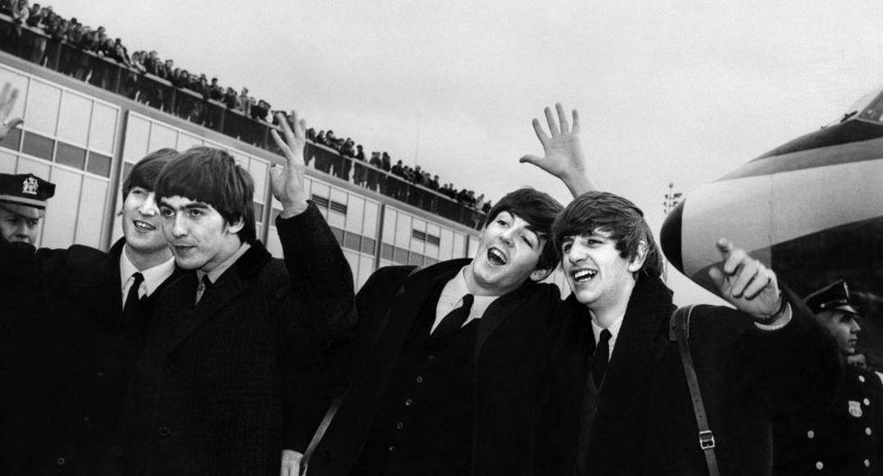 Además del célebre doble álbum de los de Liverpool con una nueva mezcla de sonido, este lanzamiento especial de The Beatles, formado por siete discos trae sorpresas. (Foto: AFP)