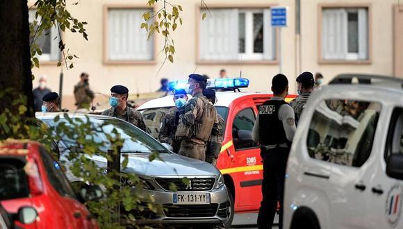 La policía acordona la zona donde fue atacado a balazos un sacerdote ortodoxo en Lyon, Francia. (EFE / EPA / MAXIME JEGAT FRANCIA).