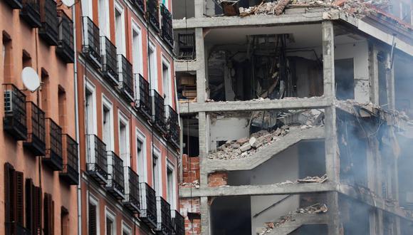 Sale humo de un edificio dañado tras una explosión en el centro de Madrid, España, 20 de enero de 2021. (REUTERS/Susana Vera).