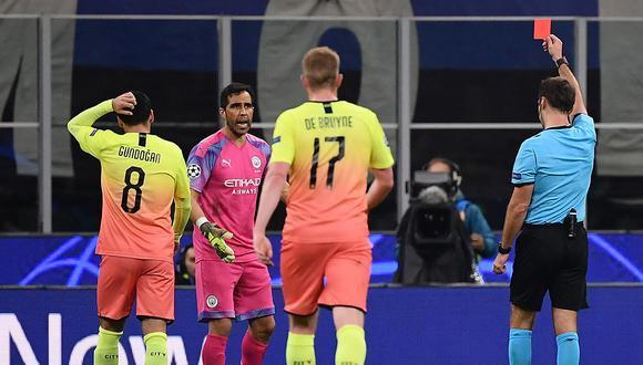 Claudio Bravo volvió al arco de Manchester City y fue expulsado en la Champions League. (Foto: AFP)