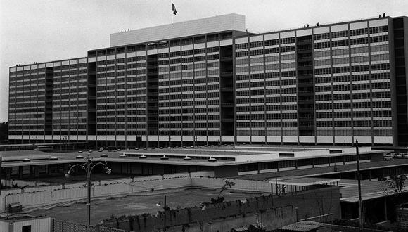"""Lima, 24 de julio de 1956. Imagen el día de la inauguración del nuevo """"Hospital Central del Empleado"""", hoy Hospital Edgardo Rebagliati Martins. (Foto: GEC Archivo Histórico)    FOTO: EL COMERCIO"""
