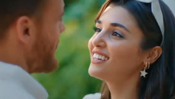 """Serkan le propuso matrimonio a Eda en el octavo capítulo de la segunda temporada de """"Love Is in the Air"""" (Foto: MF Yapım)"""