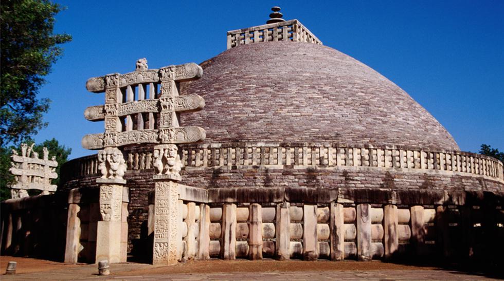 Descubre la Estupa de Sanchi, una joya arquitectónica budista - 1
