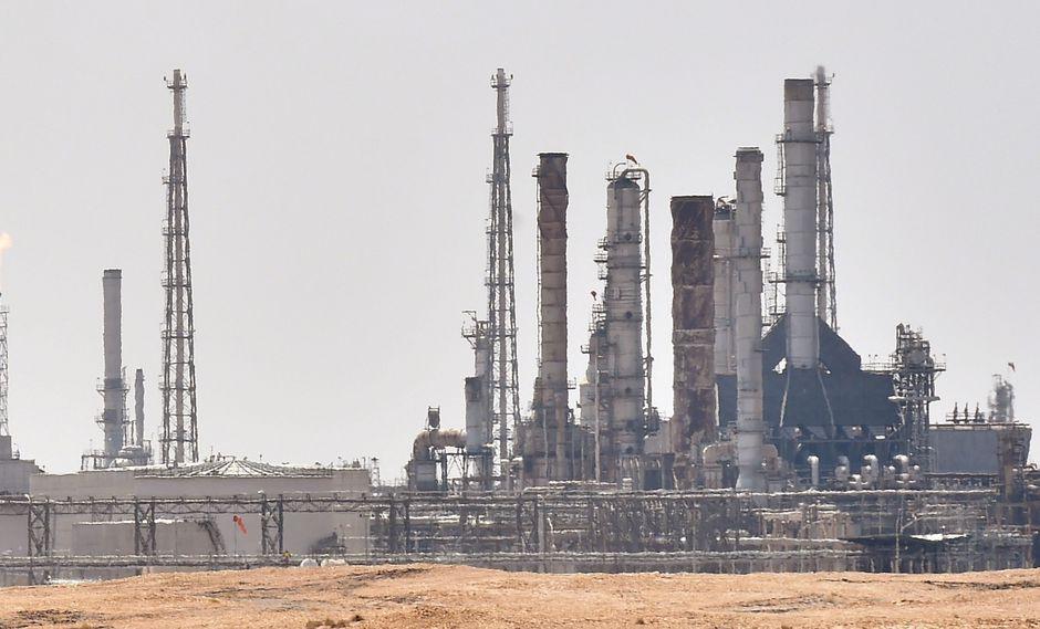 Dos refinerías de petróleo de Arabia Saudita sufrieron ataques con drones que provocaron grandes incendios. (Foto: AFP).