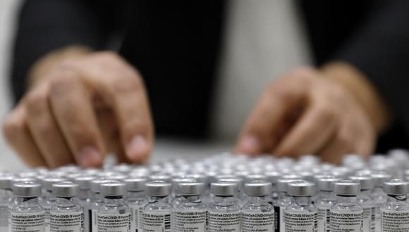 Las dosis de Pfizer se aplican en los diferentes vacunatorios de Lima y Callao. (Foto: Ahmad Gharabli / AFP)