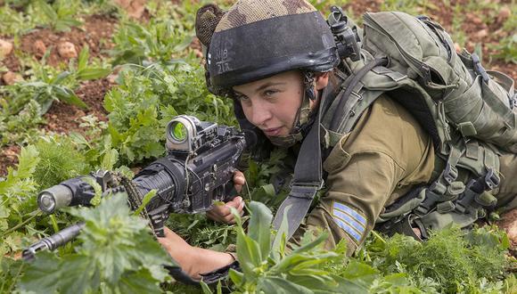 Mujeres soldados piden al Ejército que les dejen combatir en tanques. | Foto: EFE