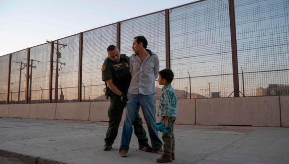 Los funcionarios de la Oficina de Aduanas y Protección Fronteriza de Estados Unidos han realizado desde octubre más de 929,000 detenciones o expulsiones de migrantes que cruzan la frontera estadounidense. (Foto: Paul Ratje / Archivo AFP)