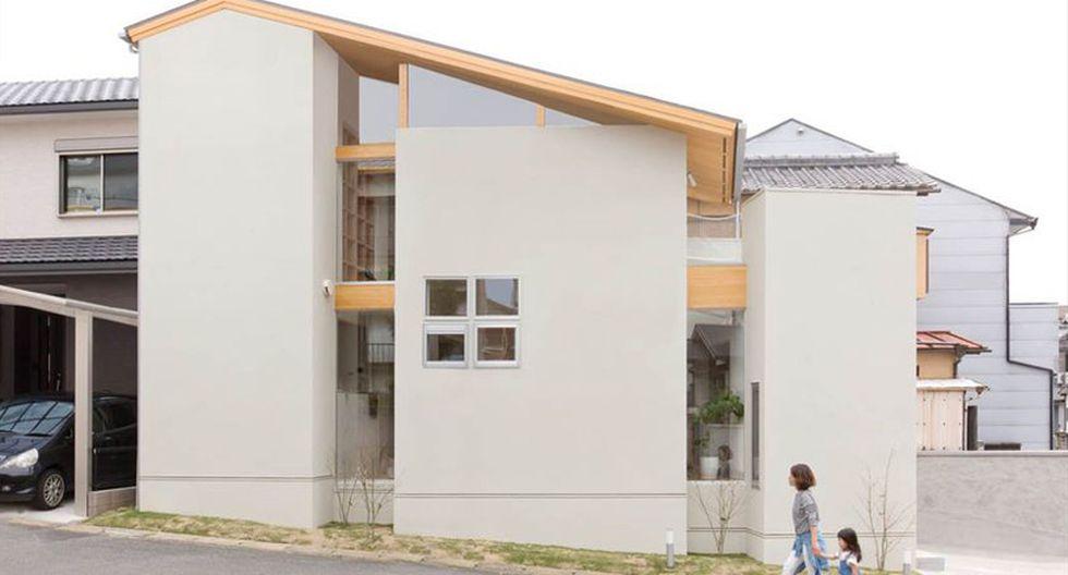 Uno de las cosas que se aprovechó fueron los techos altos de la residencia. Para darle un toque más alegre, se colocaron mallas que sirven como hamacas.(Fuji-shokai, Masahiko Nishida / alts-design.com)