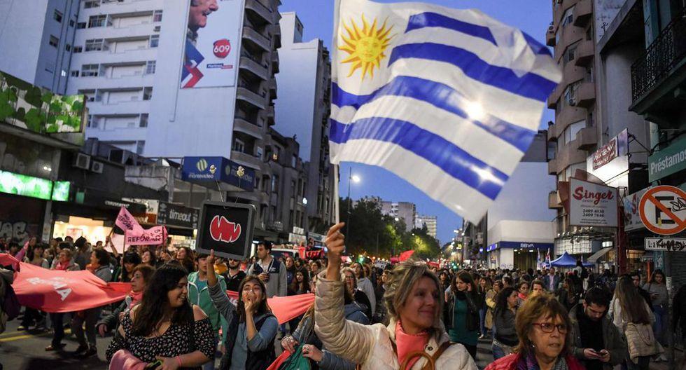 Uruguay grava el patrimonio neto de personas naturales y jurídicas, incluyendo activos como dinero en efectivo, metales preciosos, créditos a favor del contribuyente, vehículos, inmuebles, casa habitación y muebles. Para personas físicas y núcleos familiares residentes va del 0,4% al 0,7%. Para personas físicas no residentes va de 0,7% a 1,5%. (Foto: AFP)