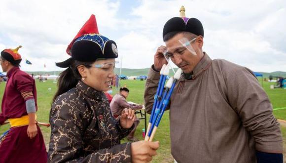 La sociedad mongola ha estado sometida a duras restricciones por el coronavirus, entre ellas, la celebración de una de sus festividades más importantes, el Festival Naadam, sin casi público. (Getty Images).