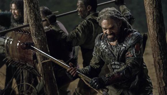 "Ezekiel (Khary Payton) pelea a pesar de su evidente enfermedad en ""The Walking Dead"" 10x11. Foto: Fox."