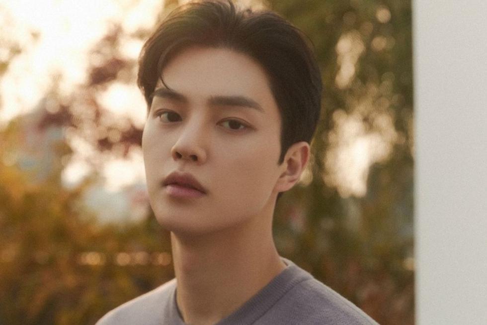 """El actor es miembro de la agencia Namoo Actors y alcanzó la fama internacional tras protagonizar la serie """"Love Alarm"""", cuya segunda temporada se estrena el 12 de marzo en Netflix. (Foto: @songkang_b) ."""