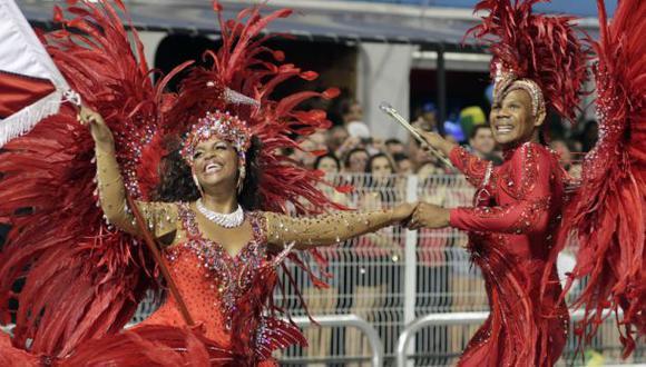 Carnaval de Río llega en medio de grave crisis en Brasil